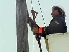 power outage storm ice winter electricity linemen #012210