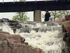 sioux falls falls park kid in river warm start to spring
