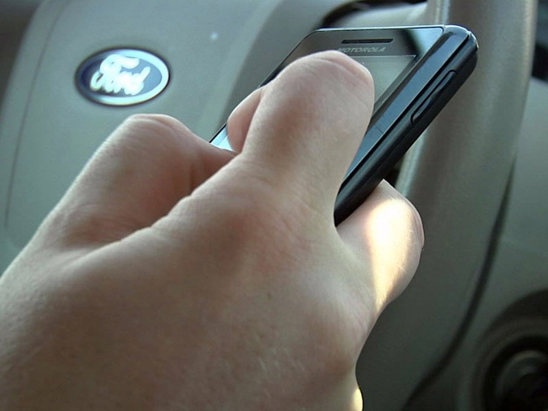wireless texting while driving mobile device cell phone