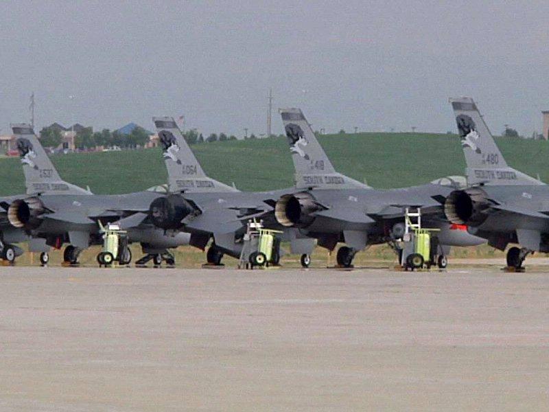 south dakota air national guard jets f-16s joe foss field sioux falls airshow