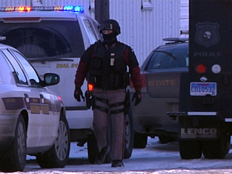 christmas eve standoff in marion, suspect holed up in grandma