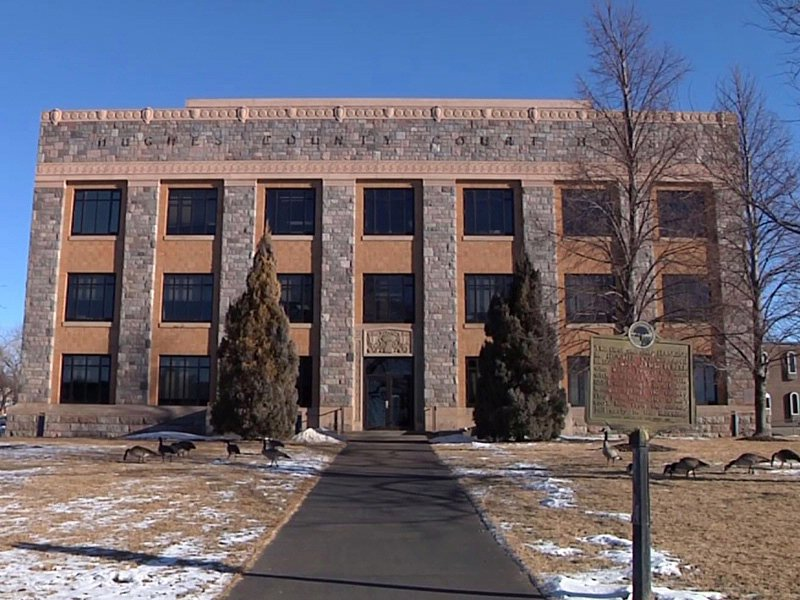 hughes county courthouse in pierre