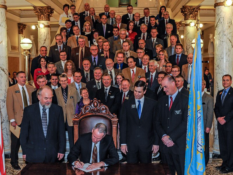 Governor Daugaard signs SB 70 photo by Chad Coppess