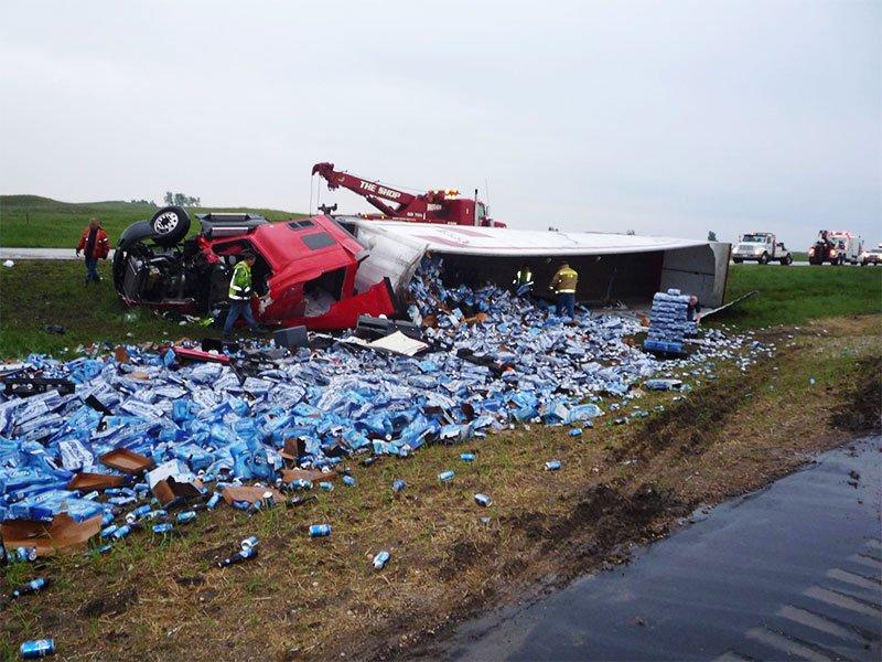 beer truck tips Interstate 29 summit